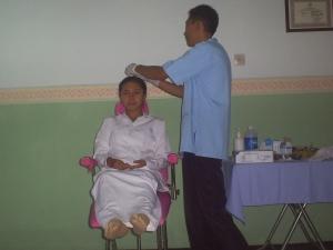 Demo akupuntur kecantikan