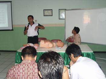 Pak Zainul menerangkan tentang BCLS